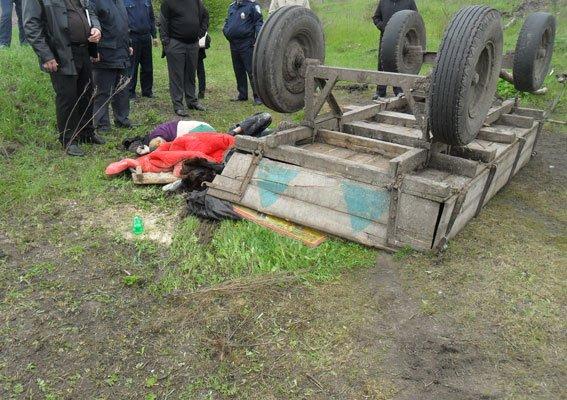 Жуткая смерть на Сумщине: два человека погибли под гужевой повозкой (ФОТО) (фото) - фото 1