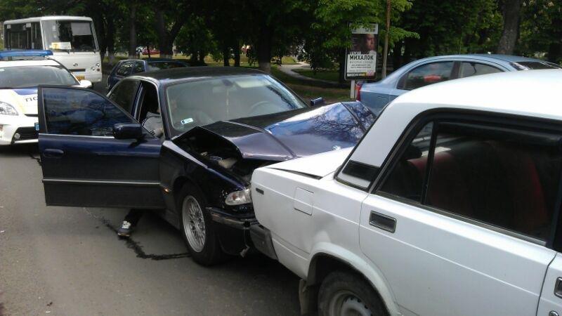 В Ужгороді потрійне ДТП: фото, фото-2