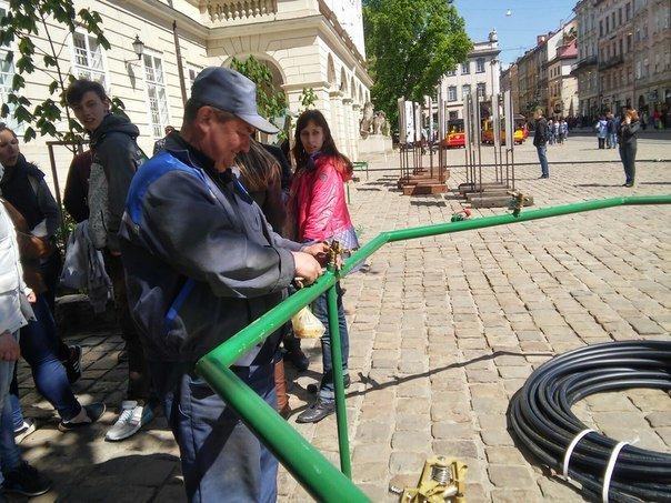 На площі Ринок готуються до обливаного понеділка (ФОТО) (фото) - фото 4