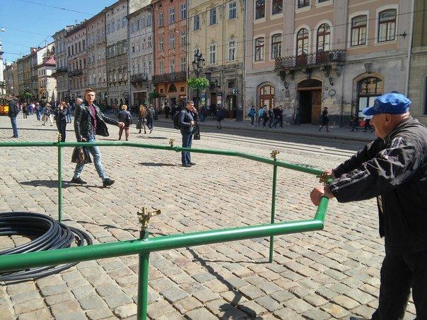 На площі Ринок готуються до обливаного понеділка (ФОТО) (фото) - фото 1
