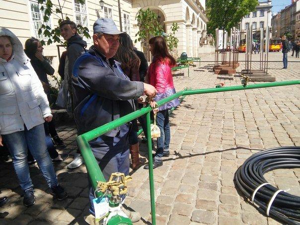 На площі Ринок готуються до обливаного понеділка (ФОТО) (фото) - фото 2