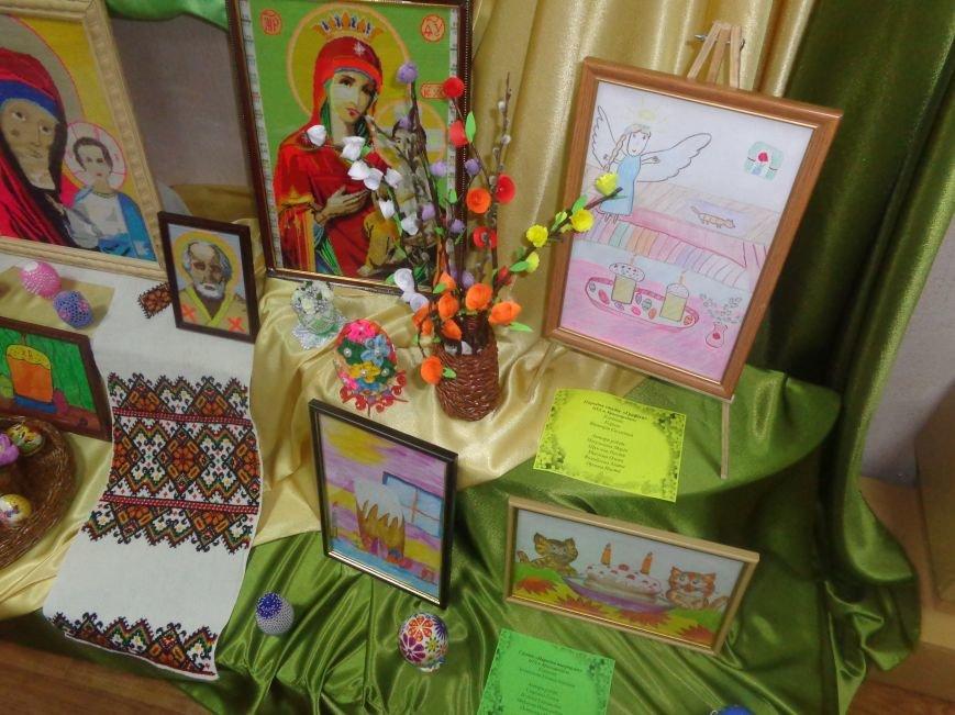 Школьники Красноармейска (Покровска) приняли участие в захватывающем мастер-классе по изготовлению пасхальных писанок (фото) - фото 1