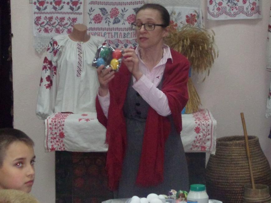 Школьники Красноармейска (Покровска) приняли участие в захватывающем мастер-классе по изготовлению пасхальных писанок (фото) - фото 8
