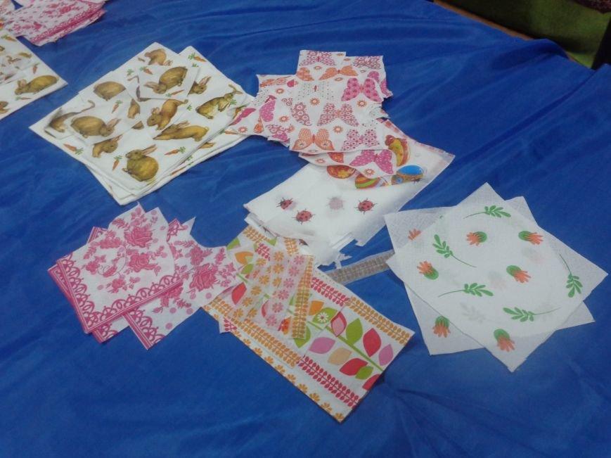 Школьники Красноармейска (Покровска) приняли участие в захватывающем мастер-классе по изготовлению пасхальных писанок (фото) - фото 5