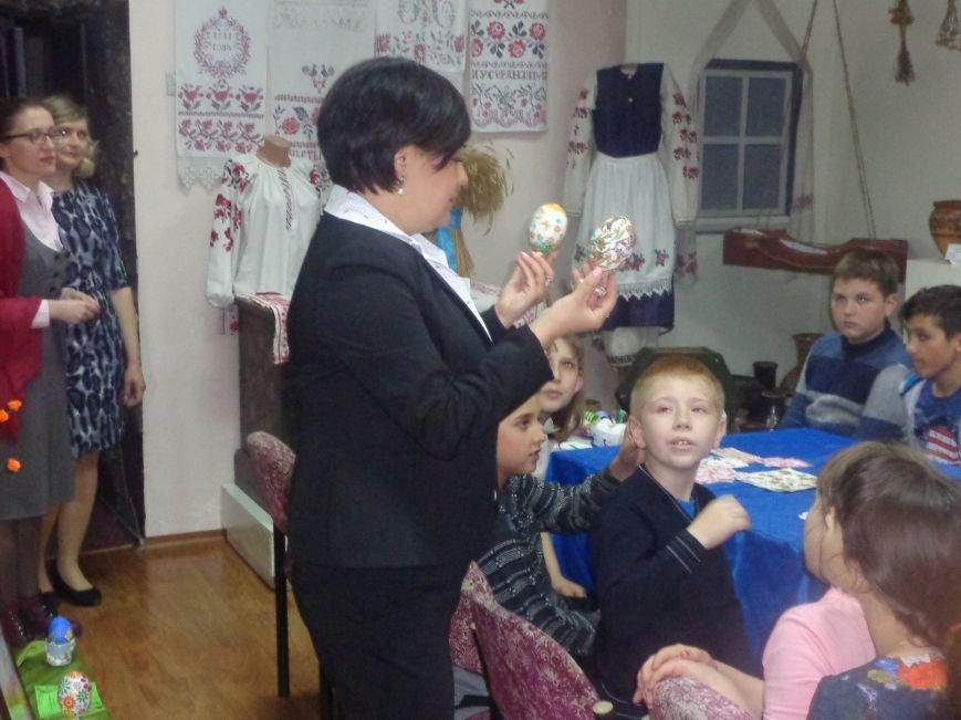 Школьники Красноармейска (Покровска) приняли участие в захватывающем мастер-классе по изготовлению пасхальных писанок (фото) - фото 10