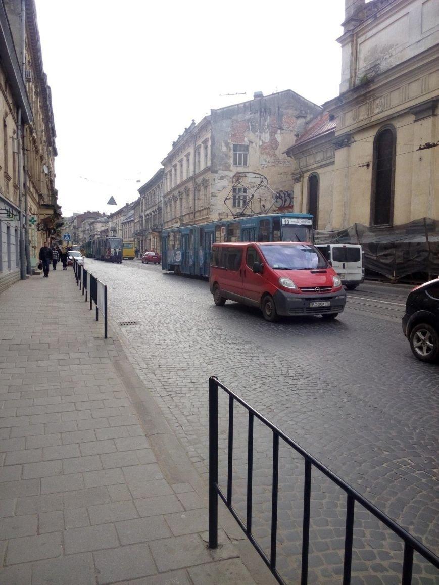 На вул. Личаківській паралізовано рух трамваїв (ФОТО) (фото) - фото 1