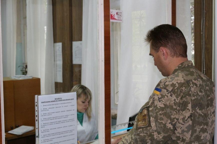 Черниговские военнослужащие сдали кровь для раненых побратимов (фото) - фото 1