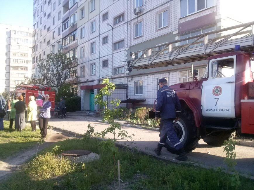 В Днепродзержинске тушили пожар по проспекту Металлургов (фото) - фото 1