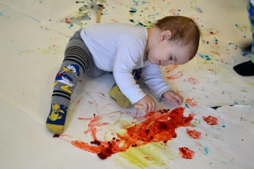 Малыши из Пушкинского района поучаствовали в радужной арт-терапии (фото) - фото 1