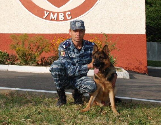 В Ужгороді поліцейська вівчарка знайшла крадені речі (ФОТО) (фото) - фото 1