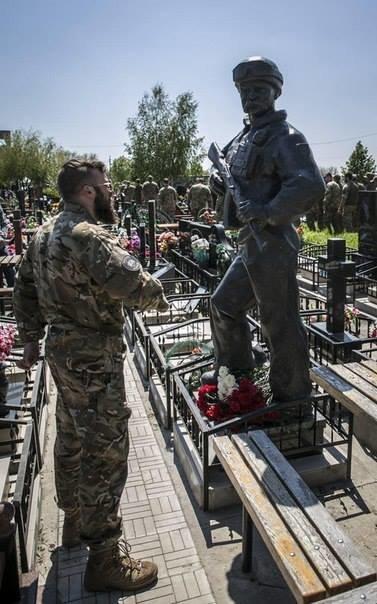 b044f2e4f2a9199e32d7756ed586642a Азовцы открыли памятник погибшему под Широкино одесситу