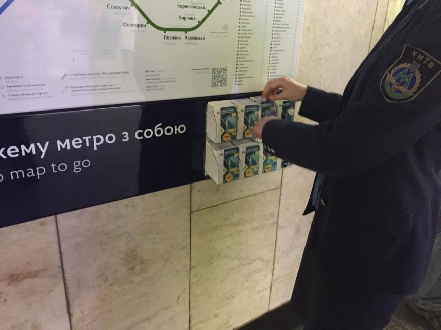 """На """"Майдане"""" и """"Крещатике"""" появились буклеты с навигацией по метро (ФОТО), фото-1"""