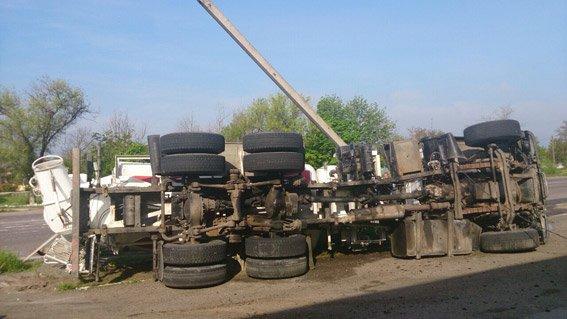 В Новой Одессе грузовик влетел в столб и перевернулся (ФОТО) (фото) - фото 2