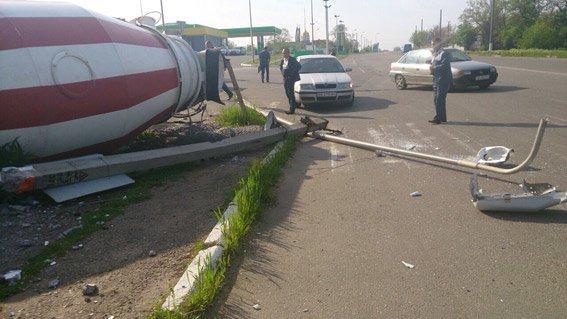 В Новой Одессе грузовик влетел в столб и перевернулся (ФОТО) (фото) - фото 1