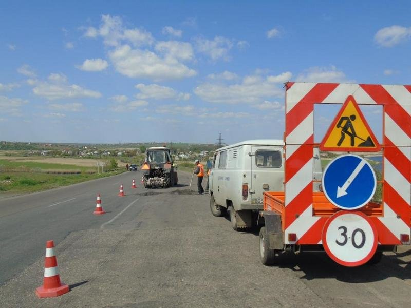 Дороги на Николаевщине подготавливают к майским праздникам (фото) (фото) - фото 1