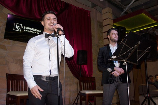 В кафе «ONLINE» в Новополоцке Левон Гзирян и Влад Дако выступили с кавер-программой, фото-2
