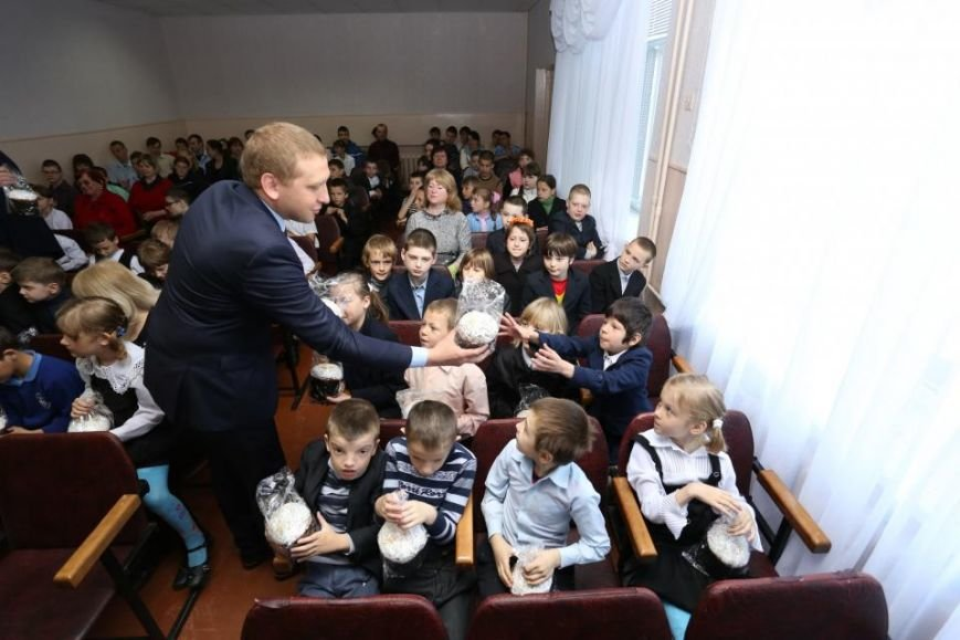 Как мэр Кременчуга воспитанников школ-интернатов с праздником Пасхи поздравлял (ФОТО), фото-2