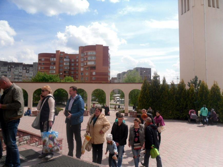 У тернопільських церквах величезні черги – усі хочуть припасти до Плащаниці (фото), фото-4