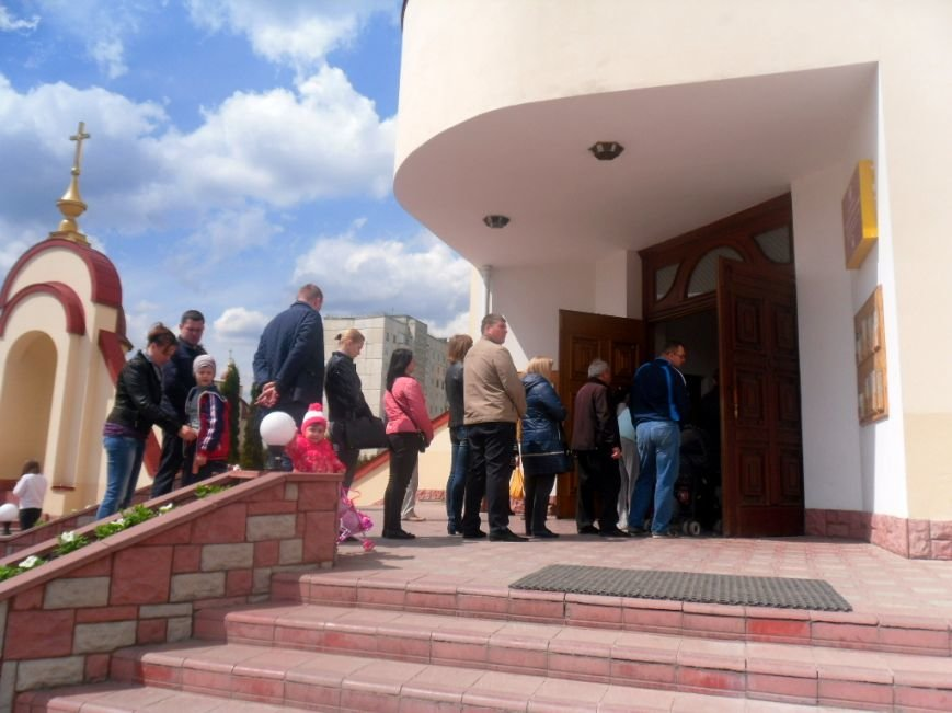 У тернопільських церквах величезні черги – усі хочуть припасти до Плащаниці (фото), фото-1