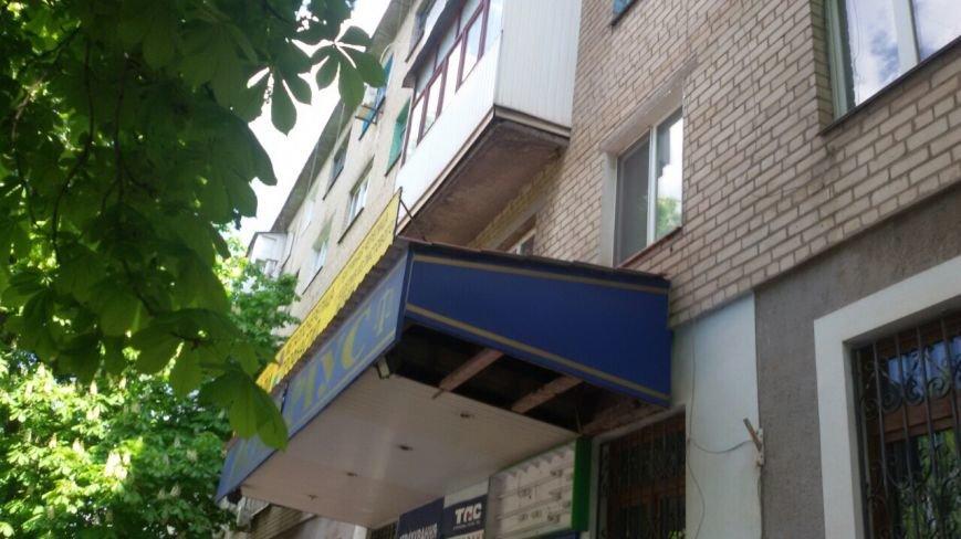 Жить по-людски: активисты  Кривого Рога  демонтировали вывеску, незаконно установленную перед окнами квартиры (ФОТО), фото-4