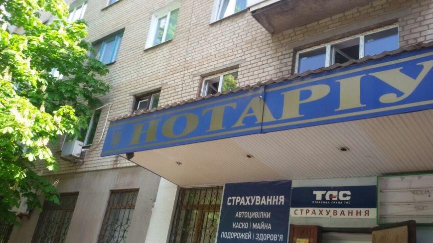 Жить по-людски: активисты  Кривого Рога  демонтировали вывеску, незаконно установленную перед окнами квартиры (ФОТО), фото-26
