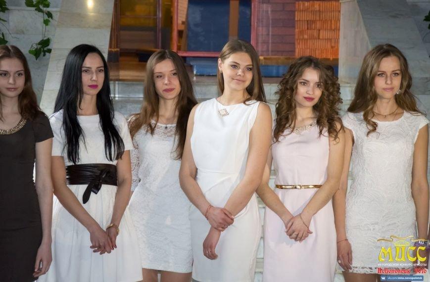 Финалистки конкурса «Мисс Новополоцк-2016» покатались на каруселях в парке и побывали в музее, фото-1