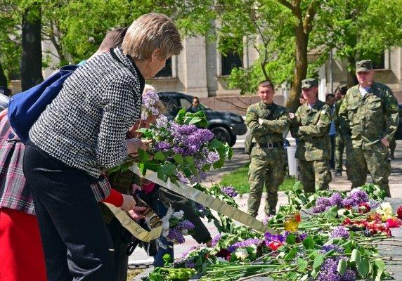 В Херсоне на акции памяти жертв трагедии в Одессе обошлось почти без провокаций (фото), фото-3