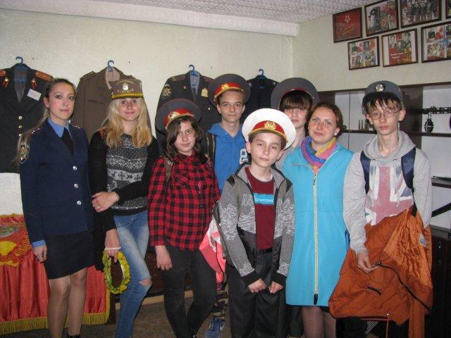 Добропольские правоохранители организовали школьникам интересную и познавательную экскурсию, фото-2