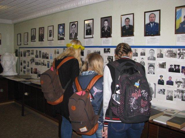 Добропольские правоохранители организовали школьникам интересную и познавательную экскурсию, фото-3