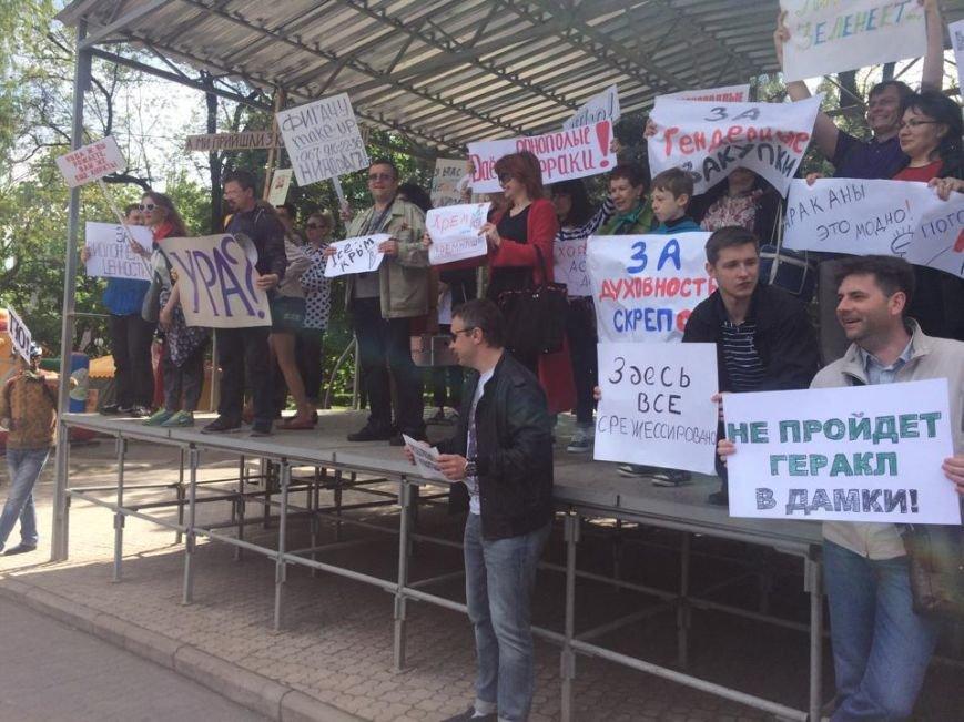 """Мариупольский """"креативный класс"""" вышел на Немонстрацию  и с транспарантами прошел по центру города(ФОТО, ВИДЕО), фото-10"""