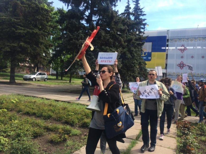 """Мариупольский """"креативный класс"""" вышел на Немонстрацию  и с транспарантами прошел по центру города(ФОТО, ВИДЕО), фото-8"""