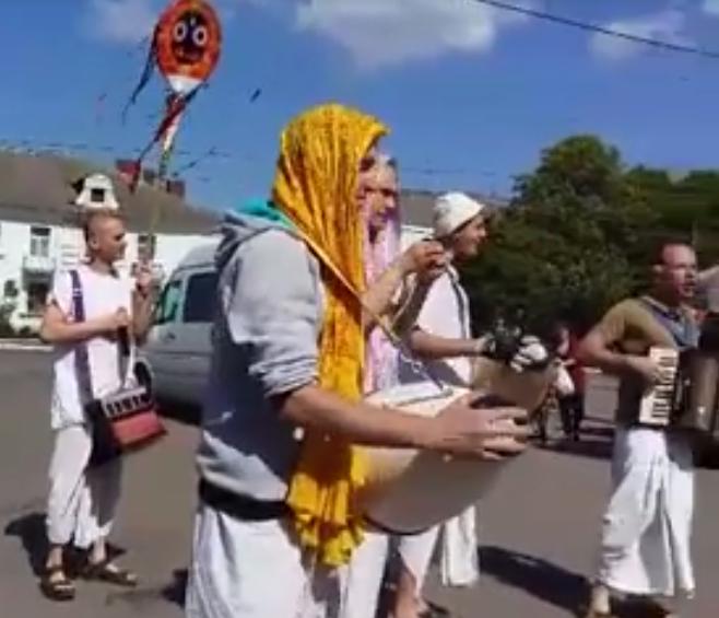 Вчора в Конотопі пройшов марш кришнаїтів, фото-2