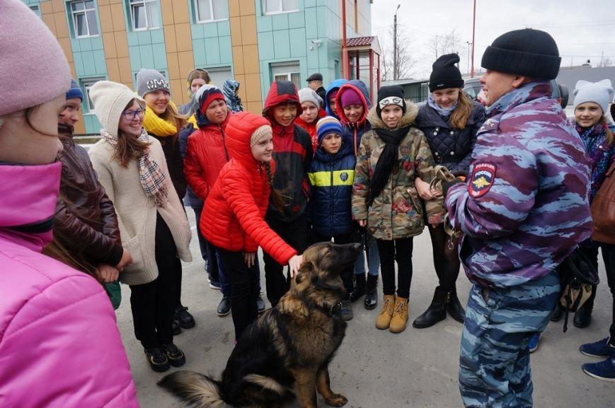 О собаках-героях рассказали сахалинским школьникам кинологи полиции, фото-4