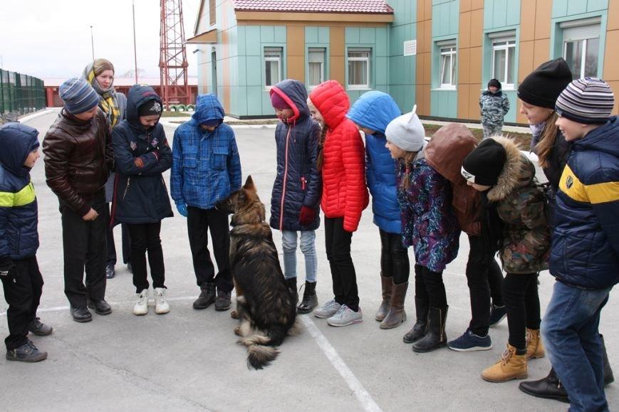 О собаках-героях рассказали сахалинским школьникам кинологи полиции, фото-1