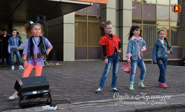 Народные гуляния на площади КДЦ, фото-1