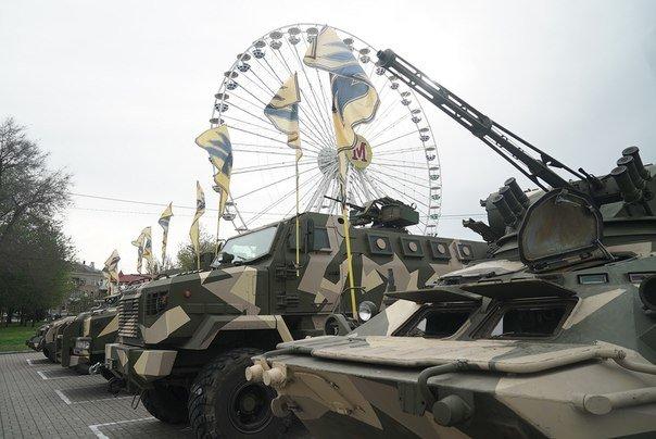 Жители Бердянска могут посмотреть на военную технику «Азова», фото-3