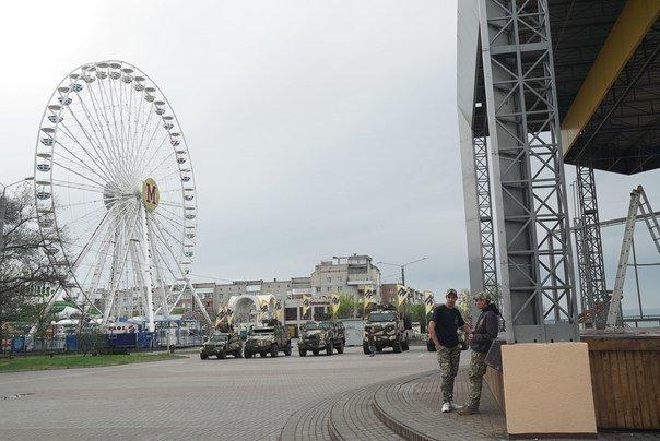 Жители Бердянска могут посмотреть на военную технику «Азова», фото-2