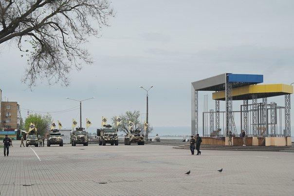 Жители Бердянска могут посмотреть на военную технику «Азова», фото-1