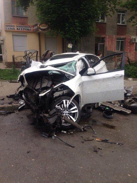 В ночном ДТП в Симферополе погиб человек и разбиты три машины, фото-1