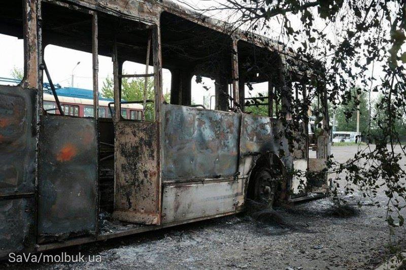 Вночі у Чернівцях сталася пожежа – згорів тролейбус, фото-2