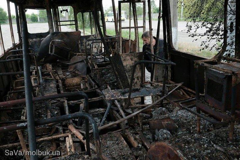 Вночі у Чернівцях сталася пожежа – згорів тролейбус, фото-1