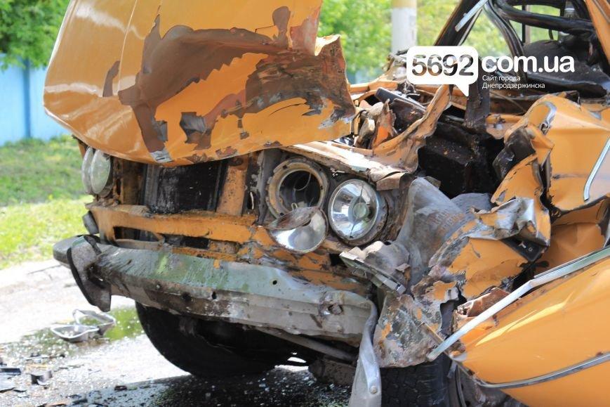 В Днепродзержинске на улице Сичеславский шлях в ДТП пострадали 2 человека, фото-4