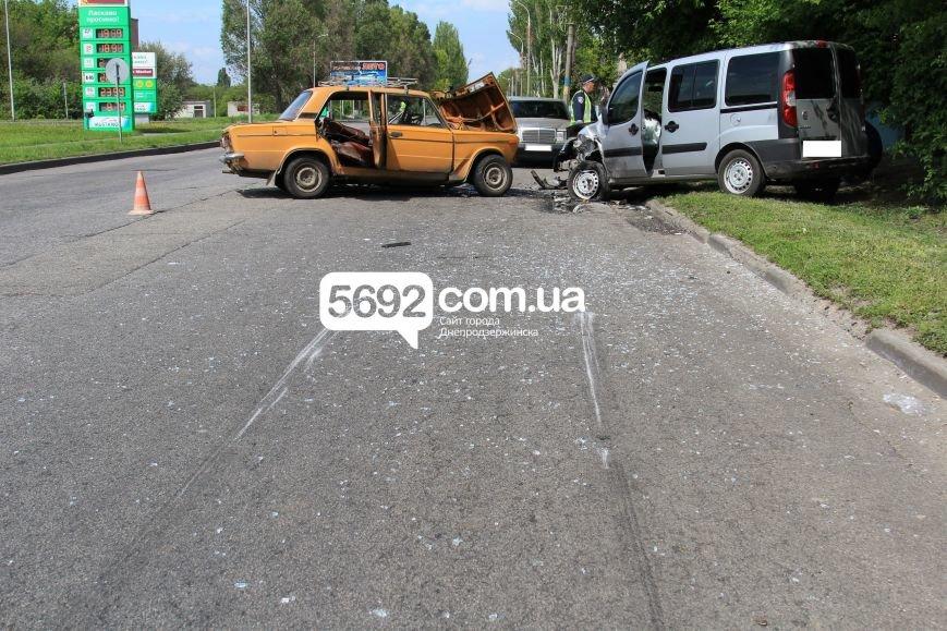 В Днепродзержинске на улице Сичеславский шлях в ДТП пострадали 2 человека, фото-7