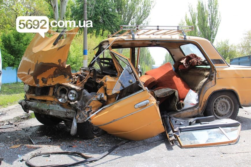 В Днепродзержинске на улице Сичеславский шлях в ДТП пострадали 2 человека, фото-6