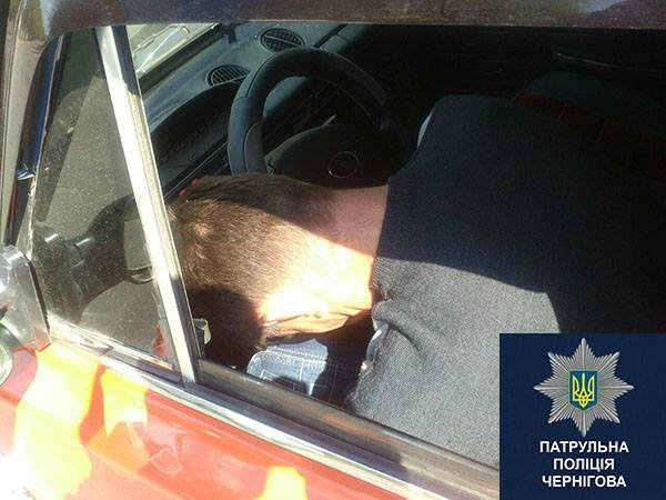 В Чернигове пьяный водитель, сбив человека, заснул в машине, фото-3