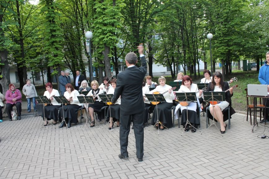 Селидовчане танцевали под песни о любви и верности, фото-2