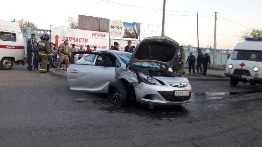 На ул. Урицкого произошла авария с тремя автомобилями. ФОТО, фото-2
