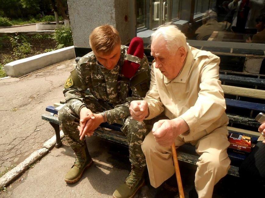 Встретились два ветерана - одному 97, другому - 30 лет (фото), фото-1