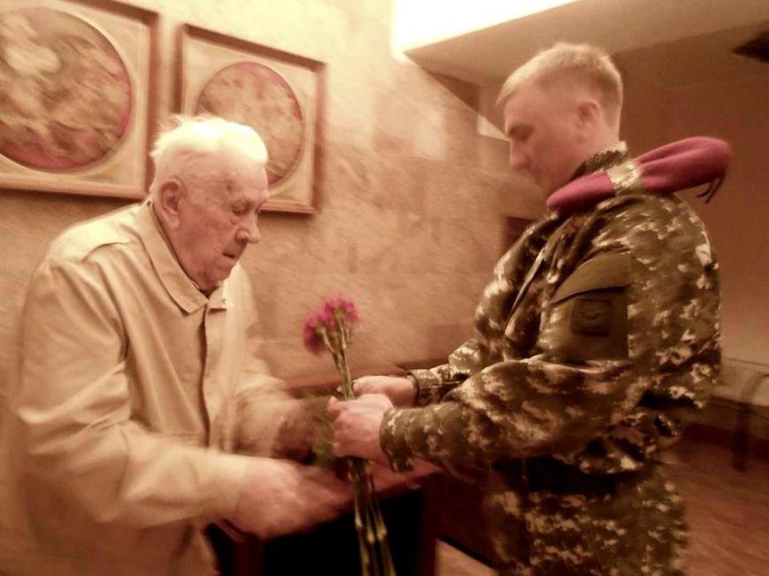 Встретились два ветерана - одному 97, другому - 30 лет (фото), фото-2