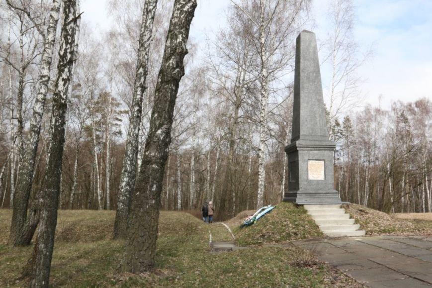 """Война - одна, память - разная. В Чернигове """"забыли"""" о братской могиле, фото-4"""